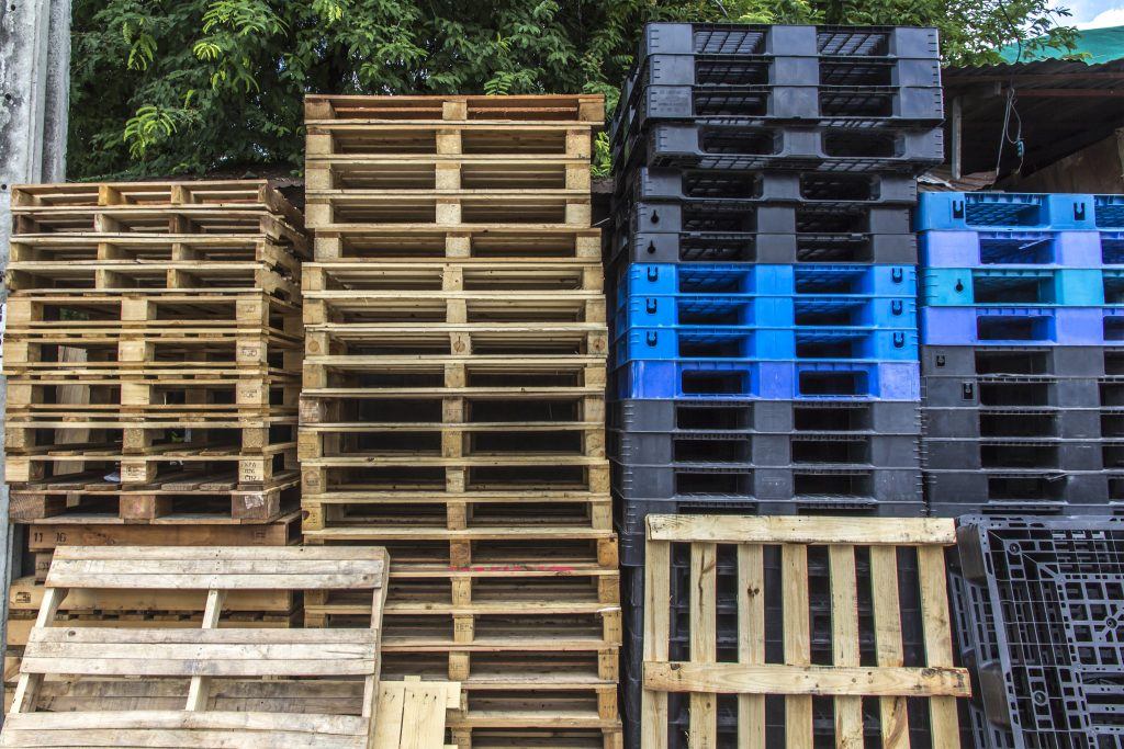 Why Are Companies Switching to Plastic Pallets? | ME Container Solutions